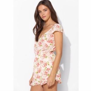 🎈3/$20 | Pins and needles• Floral romper